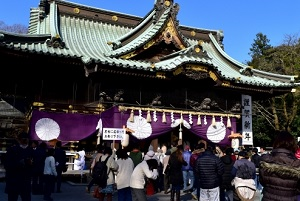 Most Japanese visit a shrine or temple to worship in the new year
