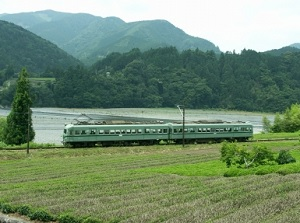 Train crossing over Ooi River